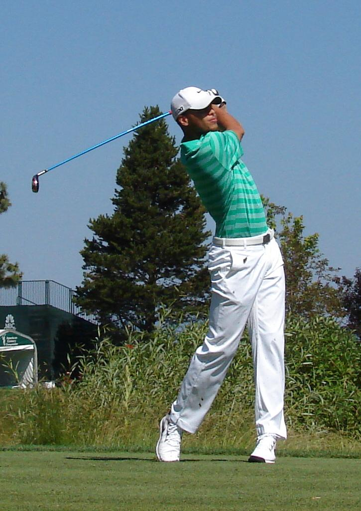 Stephen Curry tees off